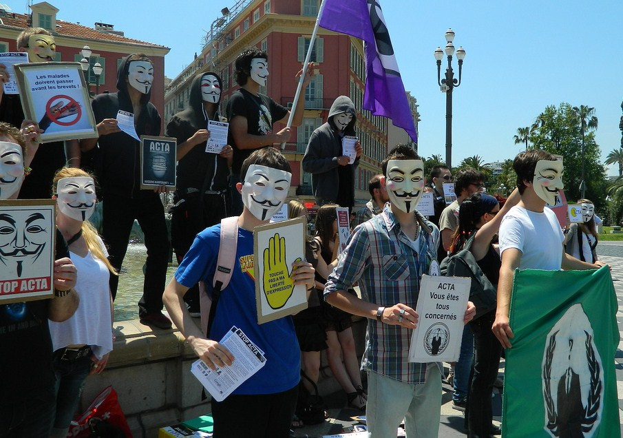 Nice 9 juin 2012 : Manifestation contre ACTA #Anonymous #PartiPirate