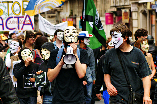 PARIS : Photos et videos de la Manifestation anti ACTA du  9/6/12